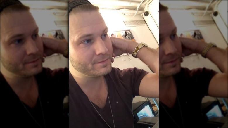 Brian Hickerson, tomando un video de selfie
