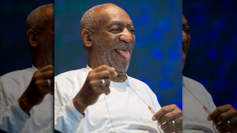 Bill Cosby saca la lengua en 2014