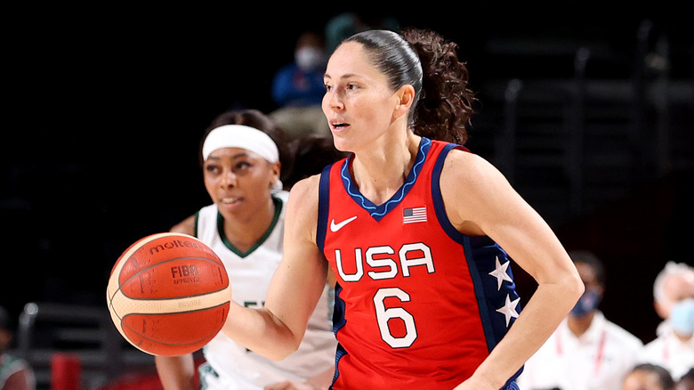 Sue Bird jugando baloncesto olímpico