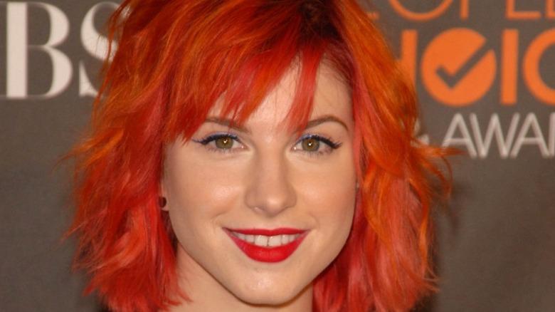Hayley Williams con el pelo rojo