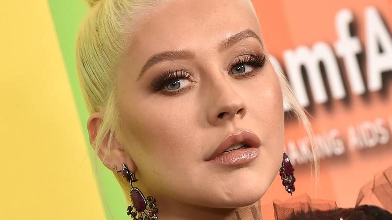 Christina Aguilera posando