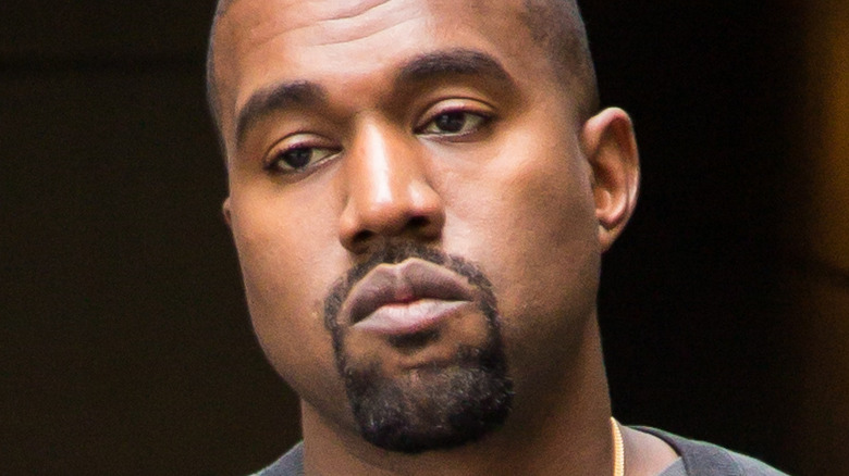 Kanye West sin sonreír