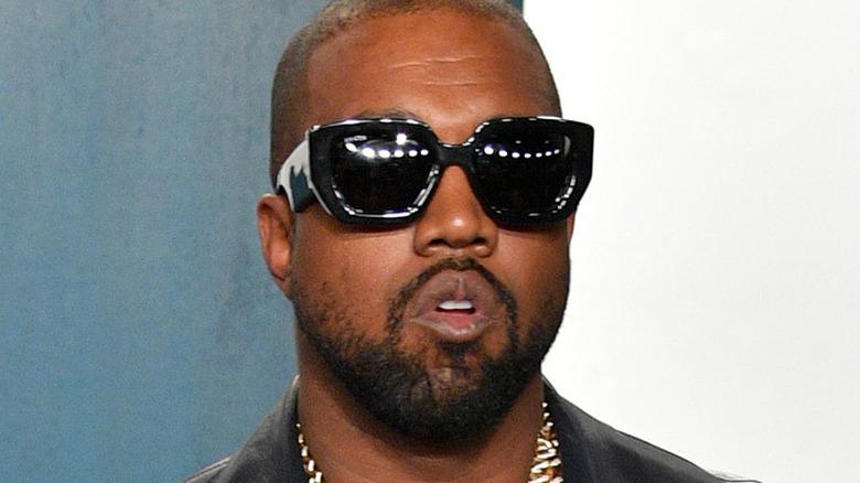 Kanye West asiste a la fiesta de los Oscar 2020 Vanity Fair organizada por Radhika Jones en el Centro Wallis Annenberg para las Artes Escénicas