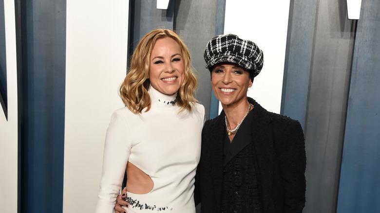 Maria Bello (izq.) Y Dominique Crenn en la fiesta de los Oscar de Vanity Fair 2020 en febrero de 2020