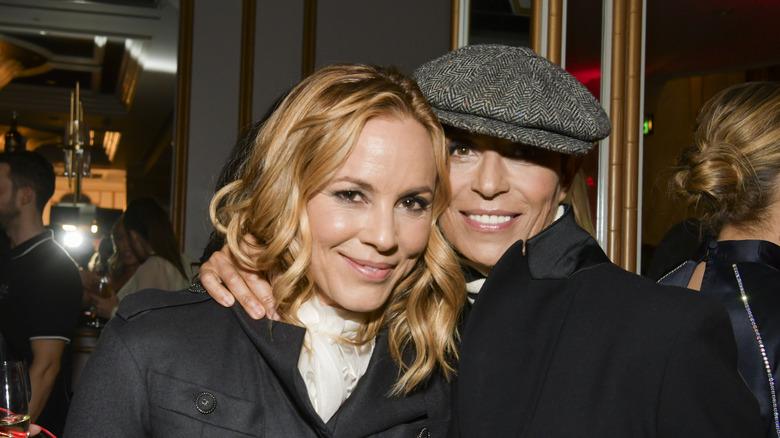 Maria Bello y Dominique Crenn posan para un retrato en An Unforgettable Evening 2020 del Women's Cancer Research Fund