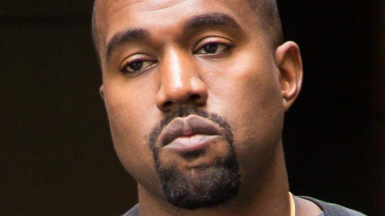 Kanye West posando