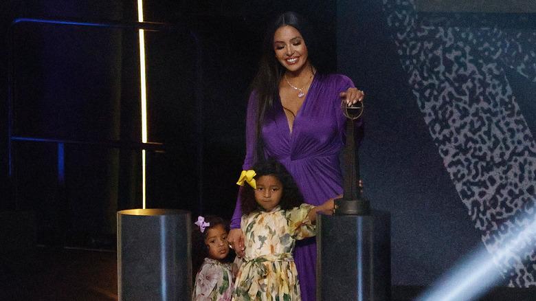 Vanessa Bryant con sus hijas Bianka y Capri