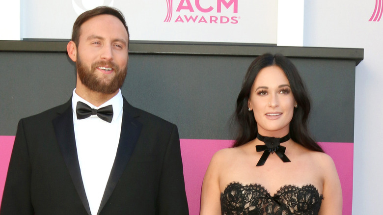 Ruston Kelly y Kacey Musgraves en los Country Music Awards