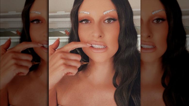 Cejas de diamantes de imitación de Kacey Musgraves