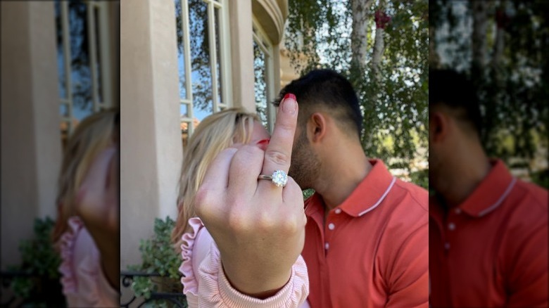 Foto de compromiso de Britney Spears con anillo