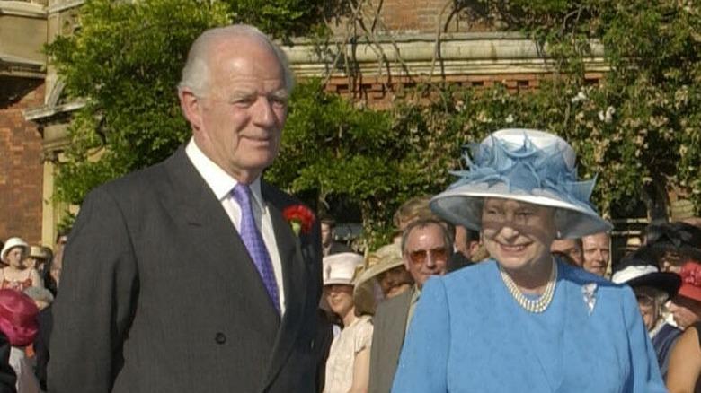La reina Isabel con Timothy Colman
