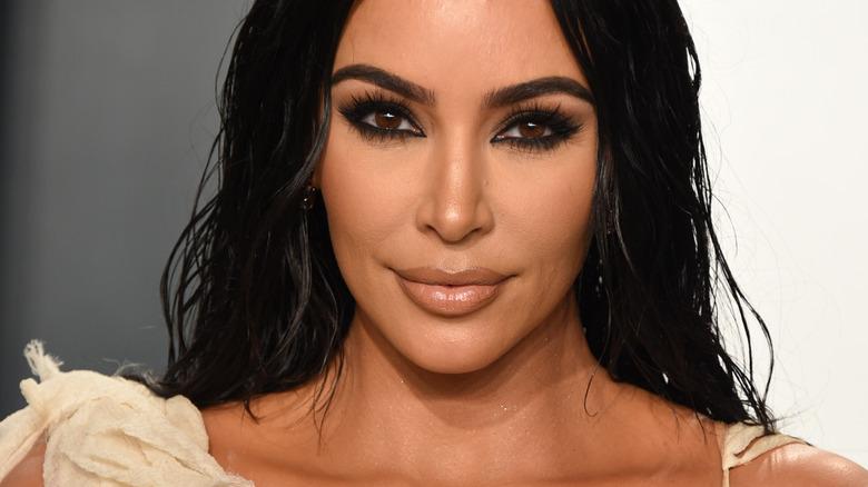 Kim Kardashian con delineador de ojos negro