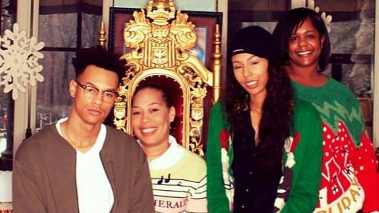 Alex Martin con sus tres hijos.