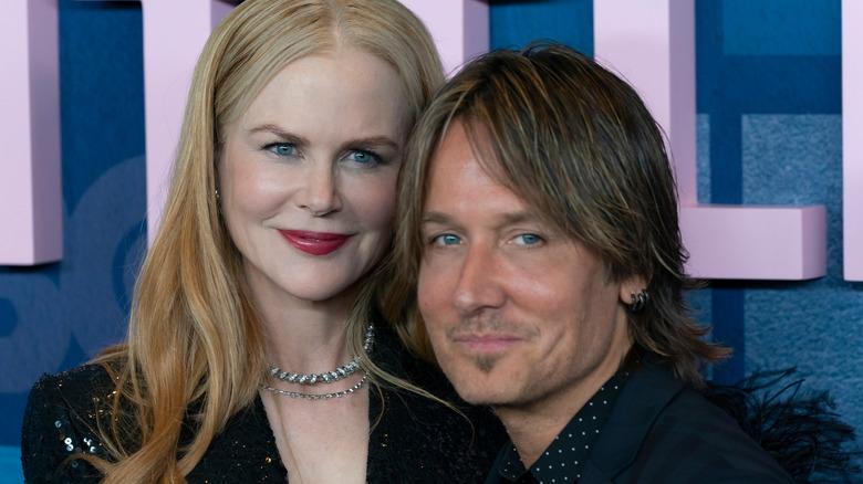 Nicole Kidman y Keith Urban sonriendo levemente