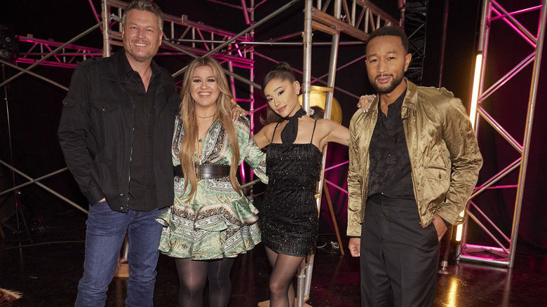 Blake Shelton, Kelly Clarkson, Ariana Grande y John Legend en 'The Voice'