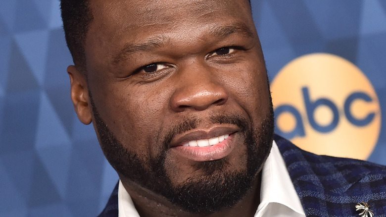 50 Cent posando