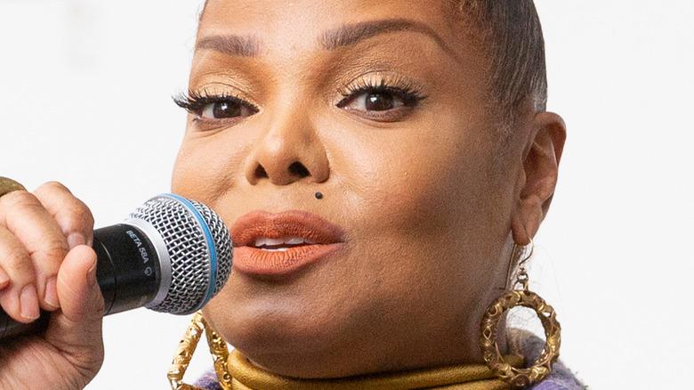 Janet Jackson cantando