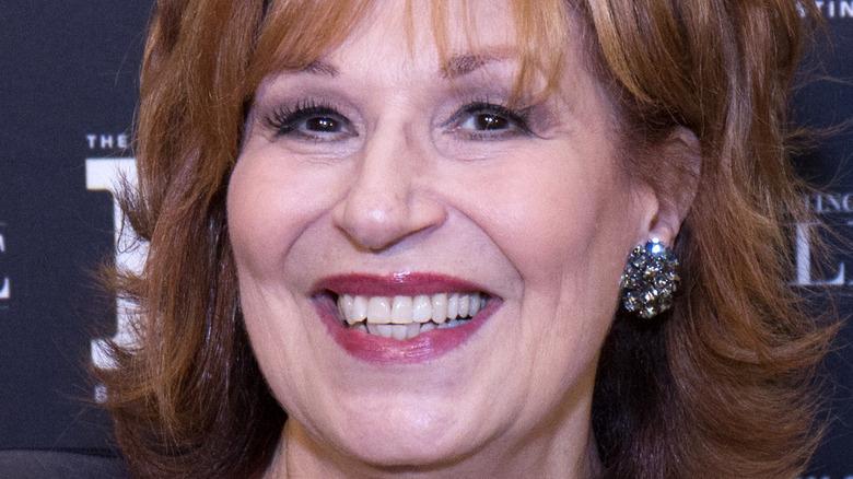 Joy Behar sonríe en un evento