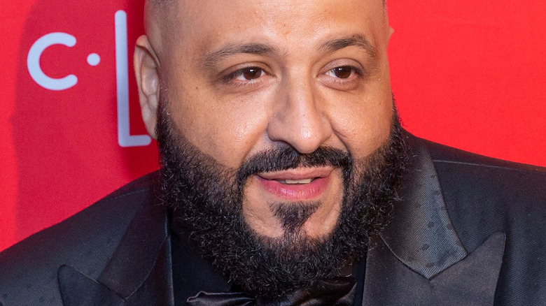 DJ Khaled posando