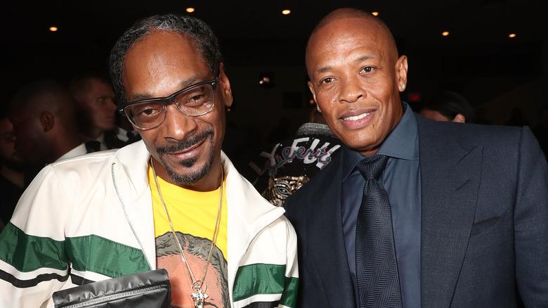 Snoop Dogg y Dr. Dre sonriendo