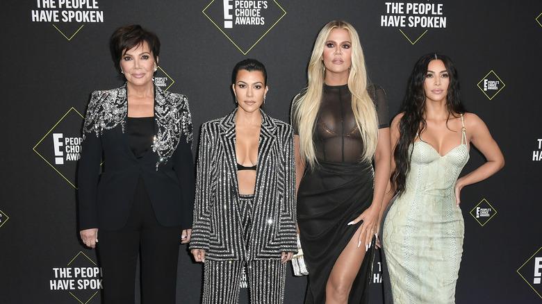 Las Kardashian-Jenner sonriendo