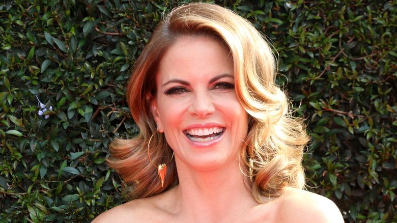 Natalie Morales, sonriendo