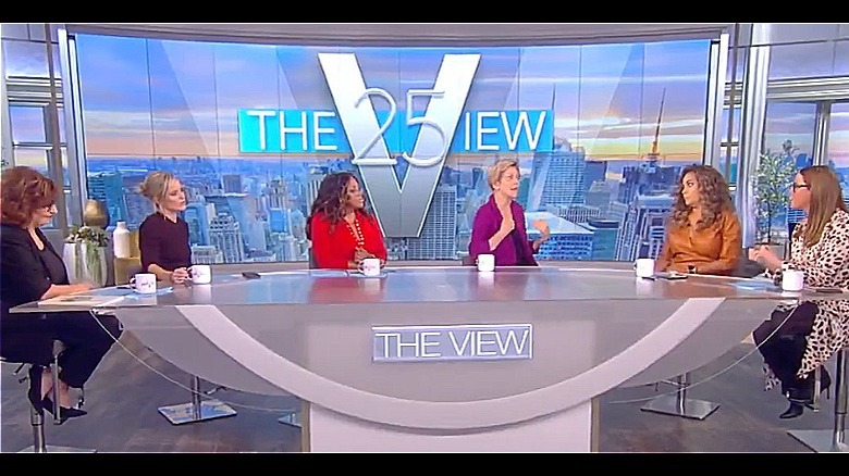 Elizabeth Warren y The View coanfitriones