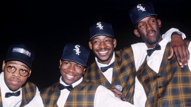 Boyz II Hombres vestidos de cuadros