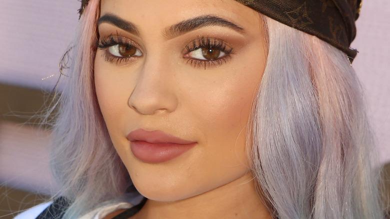 Kylie Jenner con expresión plana
